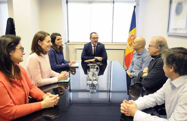 El ministre d'Assumptes Socials, Habitatge i Joventut, Víctor Filloy, presideix la reunió amb representants del IERMB