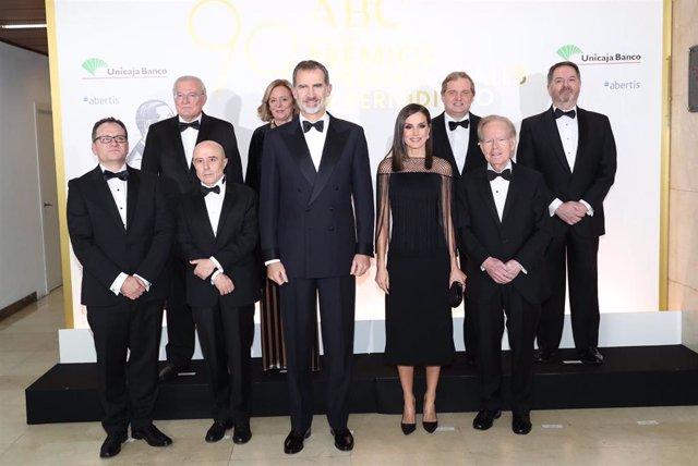 Los Reyes Felipe y Letizia presiden el acto en honor de los galardonados con los premios 'Mariano de Cavia', 'Luca de Tena' y 'Mingote' del diario 'ABC'