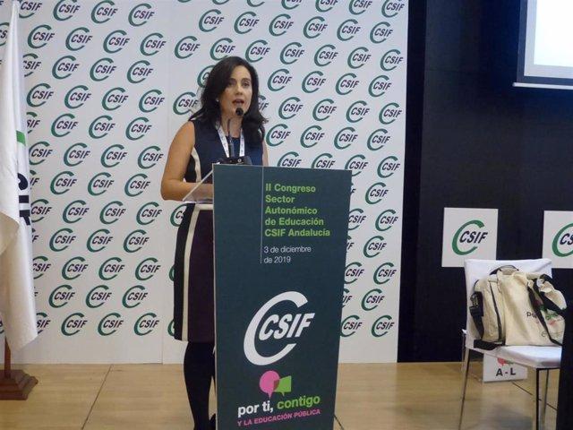 La nueva presidenta del Sector de Educación de CSIF-A, Elena García, durante su intervención ante los compromisarios
