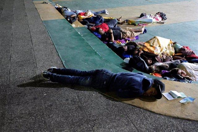 Migrantes hondureños en su travesía hacia Estados Unidos