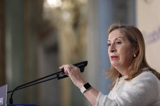 La número dos de la lista del PP por Madrid, Ana Pastor, participa en un desayuno informativo del Fórum Europa, en Madrid (España), a 6 de noviembre de 2019.