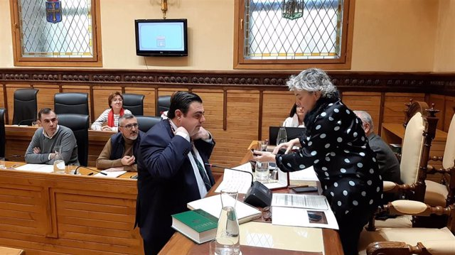 Toma de posesión del concejal de Foro, Pelayo Barcia, en el Ayuntamiento de Gijón