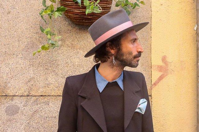El músico Leiva posa durante la presentación de su disco 'Nuclear'.