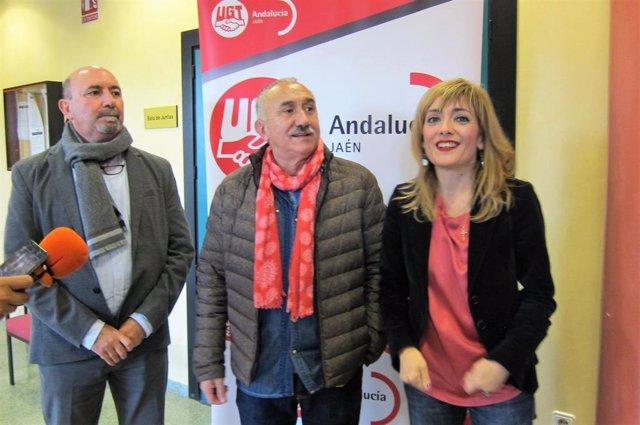 Pepe Álvarez (c), junto a Manuel Salazar y Carmen Castilla.