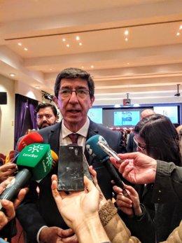 El vicepresidente de la Junta de la Andalucía y consejero de Turismo, Regeneración, Justicia y Administración Local, Juan Marín, atiende a los periodistas, en una imagen de archivo.