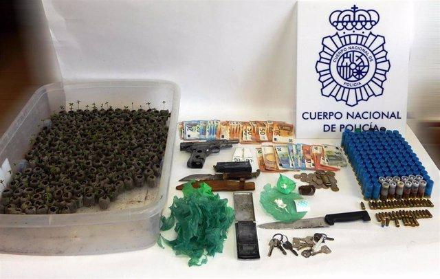Droga, armas y plantones de marihuana intervenidos