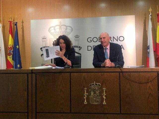 La directora del Instituto y la Tesorería de la Seguridad Social en Cantabria, Eva Suárez, y el delegado del Gobierno, Eduardo Echevarría