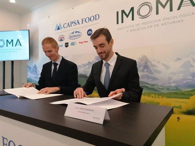 Armando Tellado, de Capsa y Rubén Cabanillas del Imoma, firman un acuerdo de colaboración entre ambas entidades.