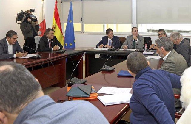 El consejero de Obras Públicas, Ordenación del Territorio y Urbanismo, José Luis Gochicoa, preside la reunión de la CROTU
