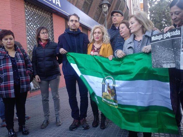 Toni Valero junto con las hermanas de García Caparrós en Málaga