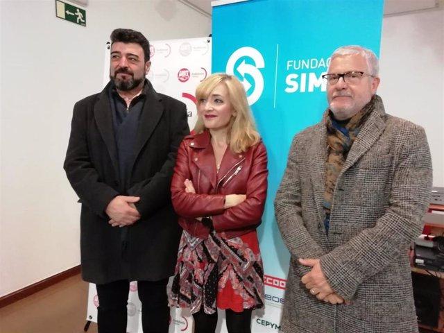 Gonzalo Pino (dcha.) junto a Carmen Castilla y el secretario de UGT Córdoba, Vicente Palomares, en una foto de archivo.