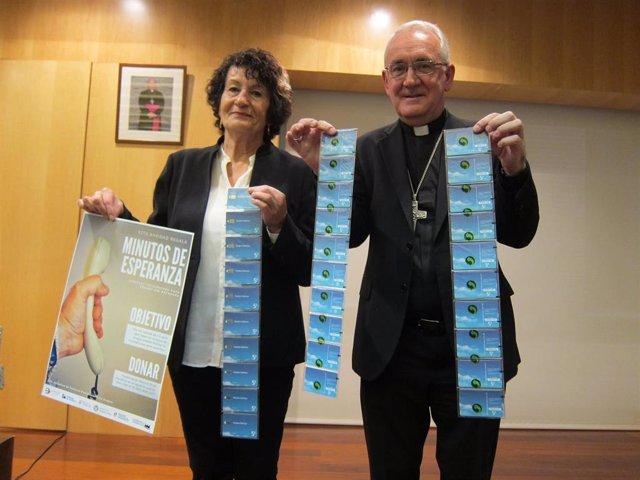 Isabel Escartín, coordinadora de la campaña 'Minutos de esperanza', y el obispo coordinador de la Pastoral Penitenciaria en Aragón, Ángel Pérez Pueyo.