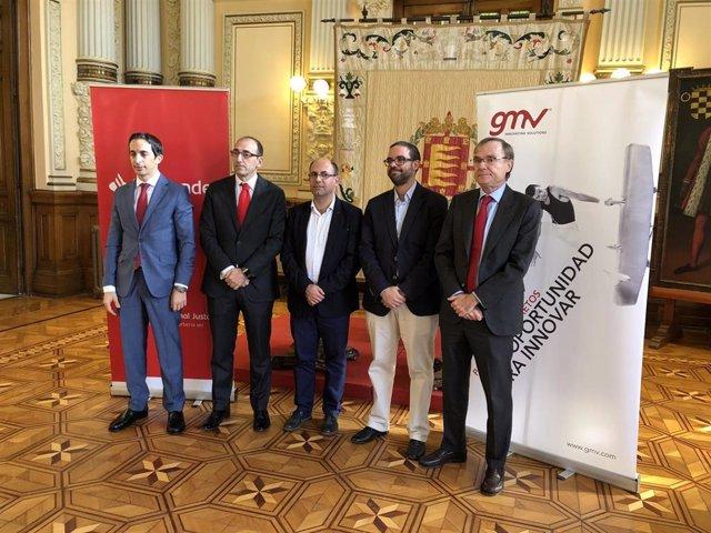Ayuntamiento, Auvasa, Banco Santander y GMV presentan el proyecto piloto de pago con tarjeta para los autobuses municipales de Valladolid.