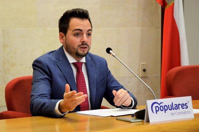 El diputado del PP en el Parlamento de Cantabria Álvaro Aguirre