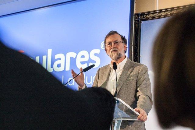 L'expresident de Govern espanyol, Mariano Rajoy, participa en un míting a Alacant.