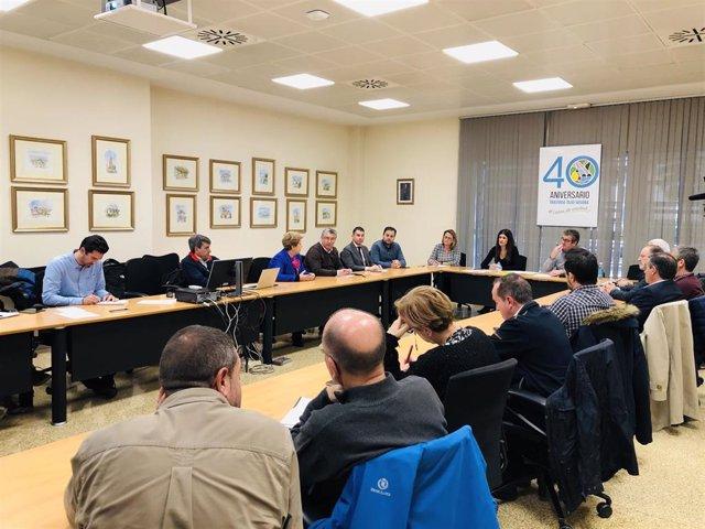 La directora general del Mar Menor, Miriam Pérez, preside la reunión que celebra la Comisión de Seguimiento del Mar Menor