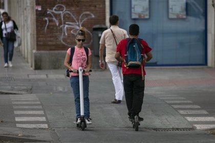 Los usuarios de patinetes pueden enfrentarse a multas de hasta 1.000 euros por ir ebrios o hasta 200 por usar el móvil