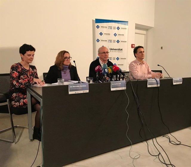 El director del Anuario de Educación de Baleares, Lluís Ballester, en rueda de prensa