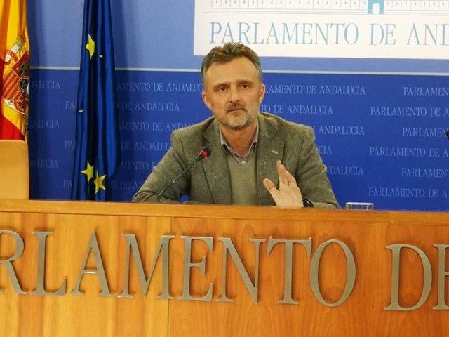 El portavoz parlamentario de los socialistas andaluces, José Fiscal, en rueda de prensa este miércoles