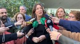 La secretaria general del PP-A, Loles López, atiende a los medios en Almería