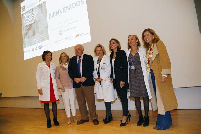 Jesús Aguirre (3º izda.) en la inauguración de la 'V Jornada sobre Tecnología y Seguridad en la Atención Sanitaria' en el Hospital Reina Sofía de Córdoba.