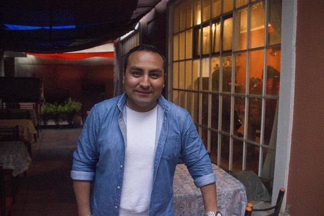 Luis Guillermo Naranjo, un venezolano refugiado en Bolivia y que ahora regenta un restaurante en La Paz