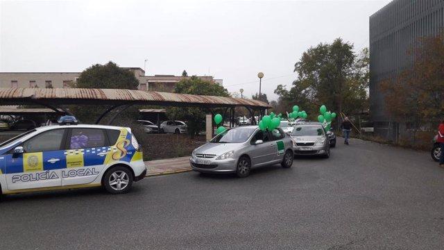 Caravana de coches en Sevilla en protesta por los recortes del SAS
