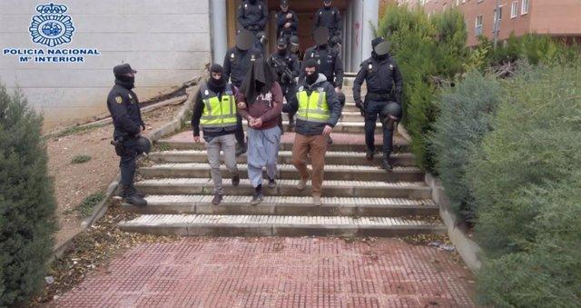 Imatges de l'operació en la qual la Policia ha desarticulat una xarxa de suport a DAESH amb un detingut a Guadalajara i tres més al Marroc.