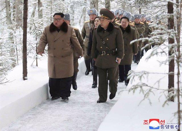 Kim Jong Un durante su visita al monte Paektu