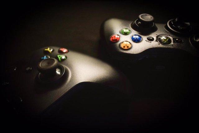 Mandos de la consola Xbox.