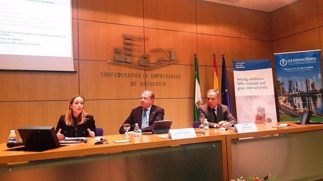 La project manager de Greencities 2020, Patricia Alarcón; Adolfo Borrero, presidente de Agenda Digital de la CEA; y Rafael de la Paz, director de Greencities.