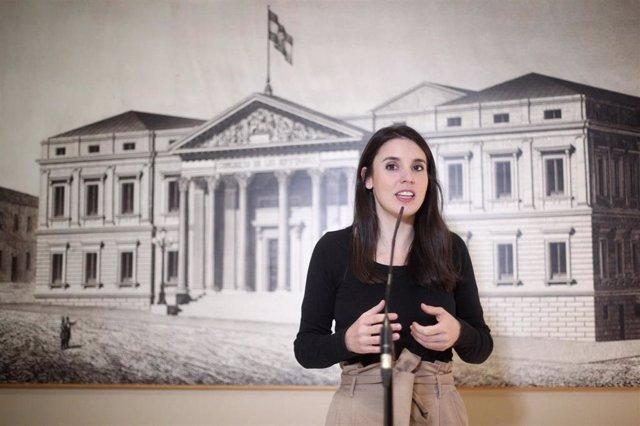 La portavoz de Unidas Podemos en el Congreso de los Diputados, Irene Montero, en rueda de prensa ante los medios tras la reunión de la Diputación Permanente del Congreso, en Madrid (España), a 22 de octubre de 2019.