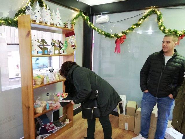 Nueva tienda navideña 'Delirios Fadess Shop' en el centro de Soria.