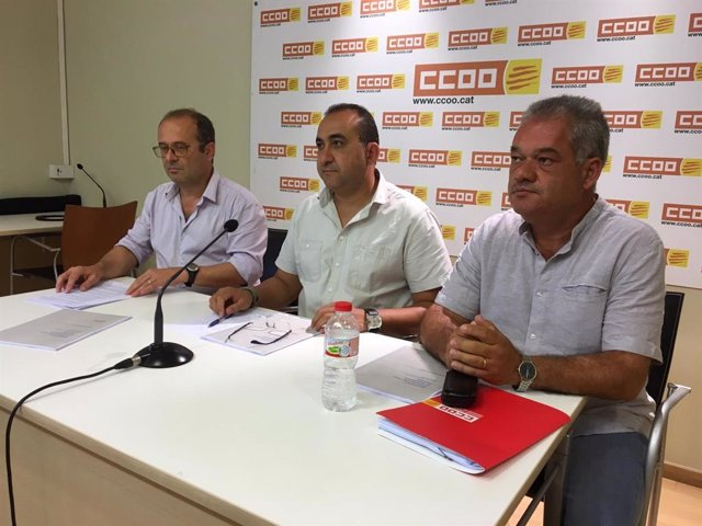 El responsable de coordinació de la Secretaria de política sectorial de CCOO De Catalunya, Salva Clarós; el secretari general del sindicat, Javier Pacheco, i el secretari general de CCOO D'Indústria de Catalunya, José Antonio Hernández.