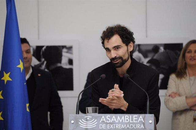 """[Grupoextremadura] Np Y Fotografías Inauguración Exposición """"La Revolución De La Empatía"""" En La Asamblea De Extremadura"""