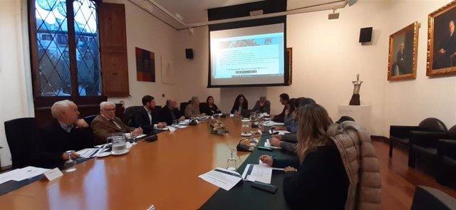 La presidenta del Consell de Mallorca, Catalina Cladera, presenta los presupuestos a los principales agentes económicos de Mallorca        La presidenta del Consell de Mallorca, Catalina Cladera, y el consejero