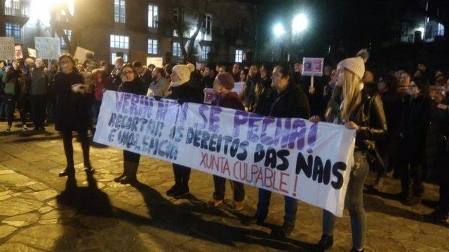 Manifestación en contra del cierre del paritorio de Verín en Santiago