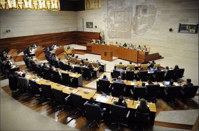 La Asamblea de Extremadura debate las enmiendas a la totalidad