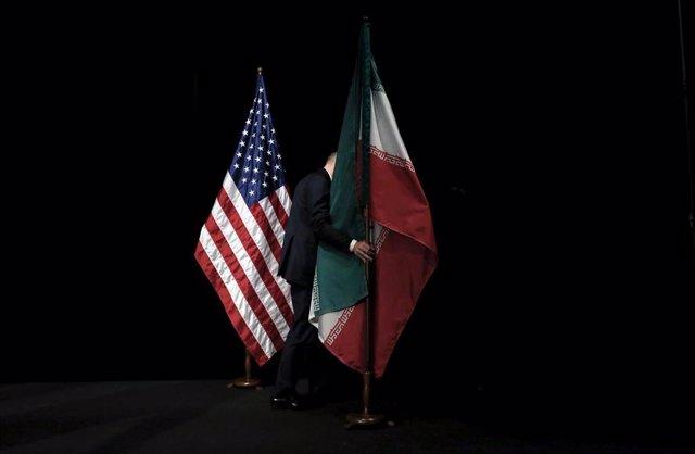 Las banderas de Estados Unidos e Irán.