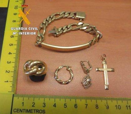Detenidos los presuntos autores del robo de joyas en una vivienda de Azagra, valoradas en más de 6.000 euros