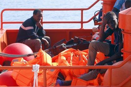 Rescatan una patera con 30 personas a 160 millas al sur de Gran Canaria