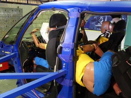 Viajar en el coche en posición incorrecta puede ser mortal a tan solo 56 km/h, según RACE