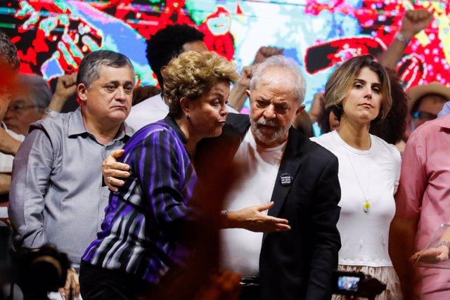 Los expresidentes de Brasil Lula da Silva y Dilma Rousseff durante una convención del Partido de los Trabajadores celebrada en Sao Paulo