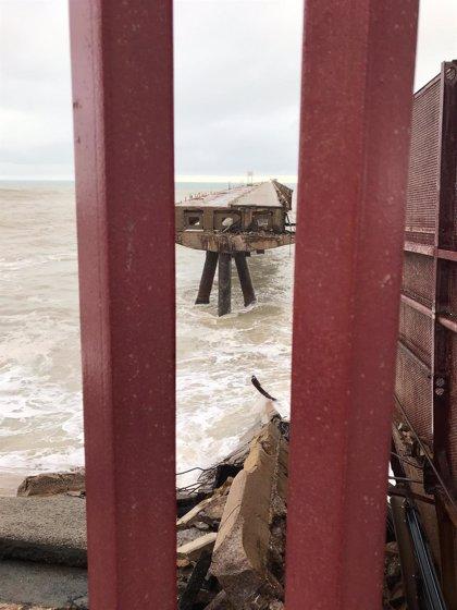 El temporal causa la caída de parte de un pantalán del Puerto de Sagunto
