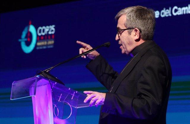 """El secretario general de la Conferencia Episcopal Española (CEE), Luis Argüello durante su intervención en la celebración de la Jornada """"La cumbre del Cambio Climático y el cuidado de la casa común"""""""