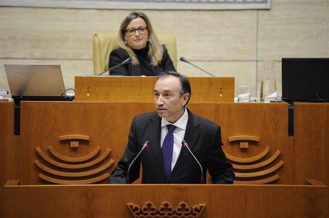 Laureano León, en el Pleno de la Asamblea.
