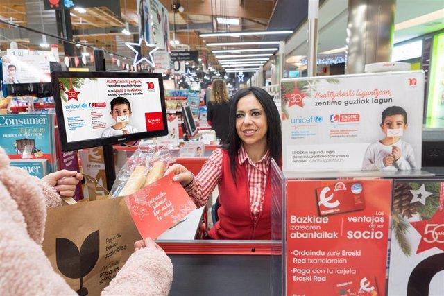 Imagen de la campaña navideña solidaria puesta en marcha por Eroski en apoyo a la infancia