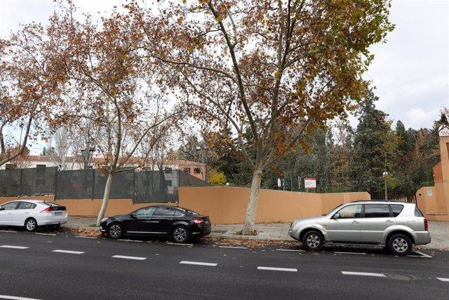 Exterior del Centro de Menores de Hortaleza donde la policía investiga el lanzamiento de una granada al patio del mismo, en Madrid (España), a 4 de diciembre de 2019.