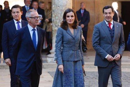 La Reina Letizia recupera a Felipe Varela para deslumbrar en la Alhambra