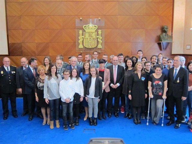 Autoridades y personas distinguidas en el acto de celebración del 41 aniversario de la Constitución, en Zaragoza.